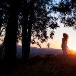Аватар Девушка стоит на фоне солнца, фотограф Eric James Leffle