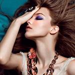 Аватар Модель Саша Лусс с закрытыми глазами и рукой на лице / фото Zhang Jingna