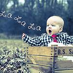 Аватар Малыш сидит в ящике и поет, la la la / ла ла ла, ву Greg Kane