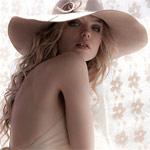 Аватар Модель Aurelia Gliwski в широкополой светлой с цветком шляпе
