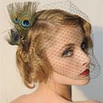 Аватар Девушка в вуали с украшением в волосах-павлиньих перьях
