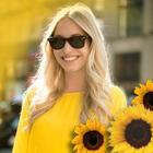 Аватар Девушка в лучах солнца и подсолнухи