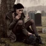 Аватар Девушка с сигаретой на кладбище. Felice Fawn