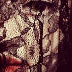 Аватар Лицо девушки под кружевной накидкой. Mila Mortice